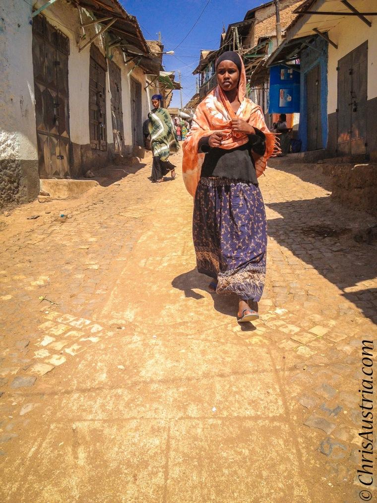 Harar_Woman_Walking